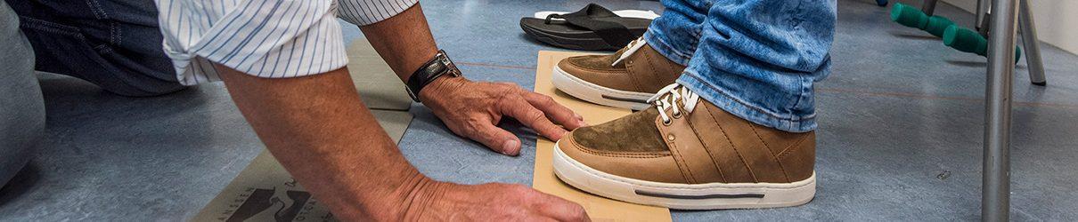 Schoenaanpassing bij voetafwikkelproblemen